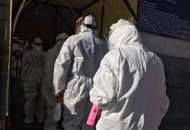 Personal médicos del Sedes ingresando al penal de San Pedro