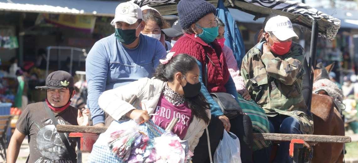 La gente no acata el protocolo sanitario. Foto Fuad Landívar