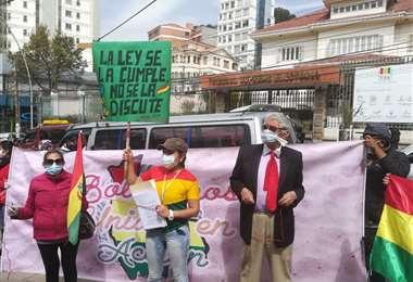 El movimiento Pititas protestó en las puertas del TSE