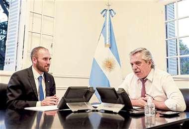 El ministro de Economía y el presidente argentino. Foto Internet