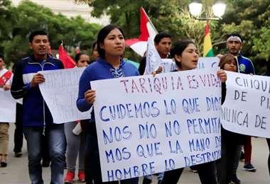 Manifestantes organizaron varias marchas para evitar la exploración en el parque Tariquía/Foto: EL DEBER