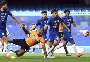 Una de las acciones del partido del Chelsea contra Wolves. Foto: AFP