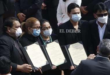 Familia de Tórrez recibiendo los homenajes (Foto: Ricardo Montero)