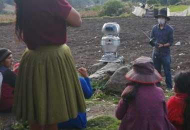El robot pasando clases. Foto El Comercio