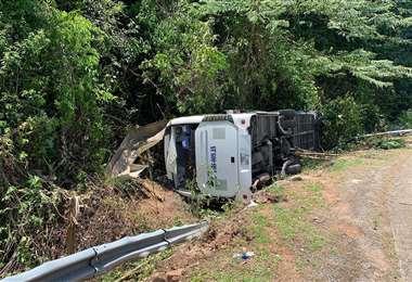 El autobús accidentado. Foto AFP