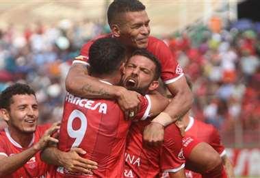 Los jugadores de Guabirá en una celebración con su equipo. Foto: Archivo / EL DEBER