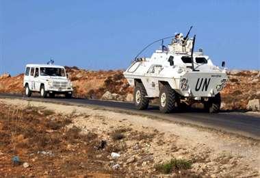 Vehículos de la ONU en la línea fronteriza. Foto Internet