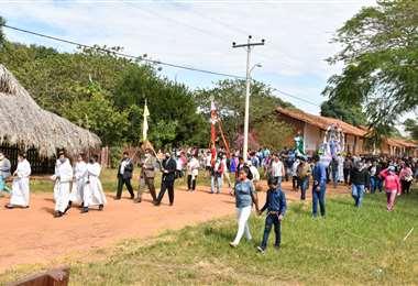 La procesión con la sagrada imagen. Foto Carlos Quinquiví
