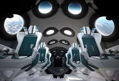 Los asientos dentro de la nave espacial. Foto AFP
