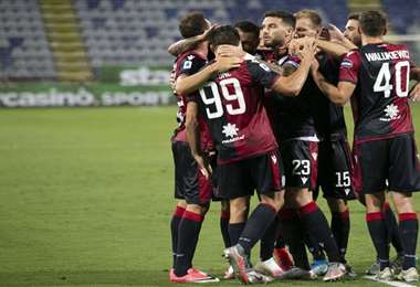 La celebración del Cagliari frente a la Juventus. Foto: @CagliariCalcio