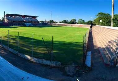 Así luce la cancha principal del estadio de Real Santa Cruz. Foto: Luis Arósquita