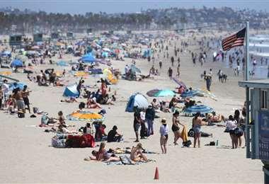 La playa de Santa Mónica será cerrada por el feriado largo debido al avance de la pandemia. Foto AFP