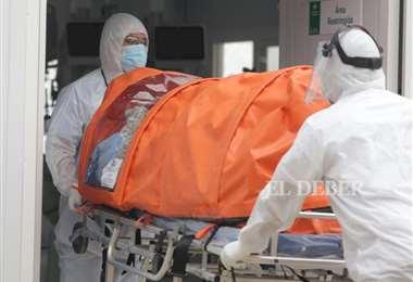 Un paciente con Covid-19 llega al domo 1/Foto: Fuad Landívar