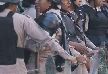 Los gendarmes ya están dispuestos en tres grandes grupos