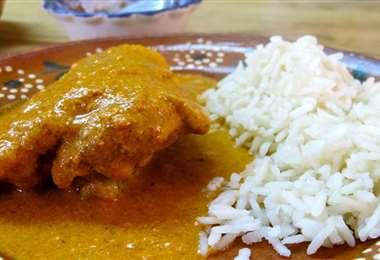 Este plato típico cruceño está elaborado principalmente con pollo u maní