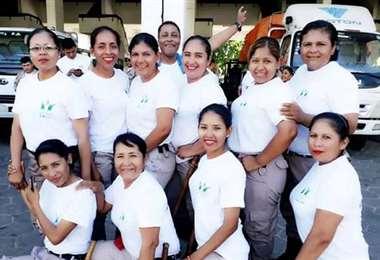 Roxana Chavarría Arteaga junto a sus colegas