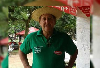 'Puga' Salvatierra toca la hoja de naranjo desde hace más de 40 años