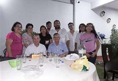 Róberto Tórrez en reunión familiar