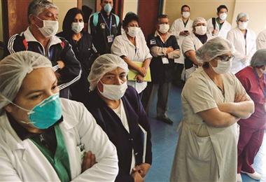 Los trabajadores del sector salud se quejan por falta de atención. Foto. Archivo