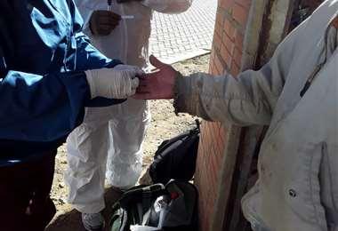 50 médicos realizaron pruebas rápidas en la urbanización Paz Zamora.