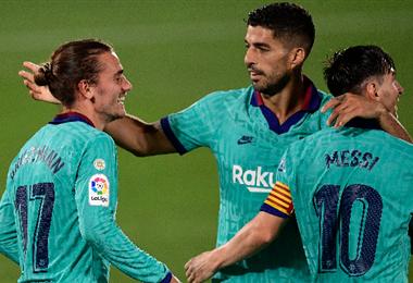 Griezmann (izq.), Suárez (cen.) anotaron, con Messi de asistidor