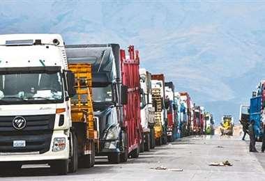 En junio, los transportistas bolivianos se quejaron la falta de celeridad en los proceso de desaduanización de mercancías en la frontera /Foto: APG Noticias