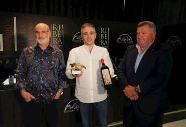 Luján (centro) recibió el VI Premio Internacional Ribera del Duero en Madrid