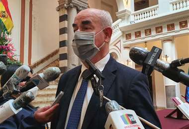 La exautoridad explicando su salida a los medios/Foto: ABI