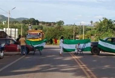 Las personas que intentan llegar a Brasil no podrán hacerlo por el bloqueo de carretera. Foto. Internet