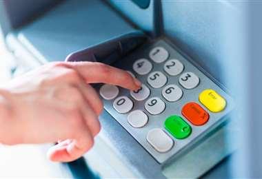 Los cajeros automáticos pueden albergar virus, por ello se debe seguir normas de bioseguridad para su uso