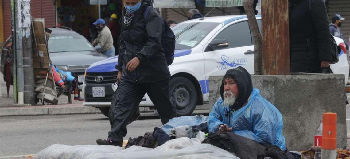 La época fría ya golpea a las personas en situación de calle (Fuad Landívar)