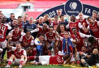 La celebración de los jugadores del Arsenal tras conquistar el título de la Copa de Inglaterra. Foto: AFP