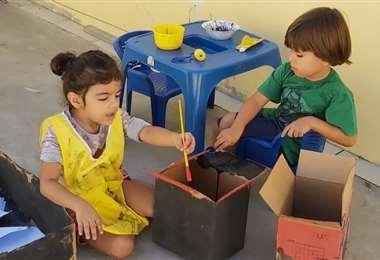 Los niños estimulan su creatividad cuando realizan actividades recreativas manuales