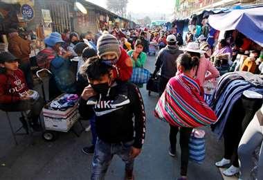 La población acude a los mercados. Foto: APG Noticias