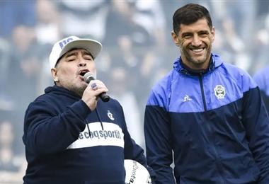 Lucas Licht es dirigido por Diego Maradona en Gimnasia