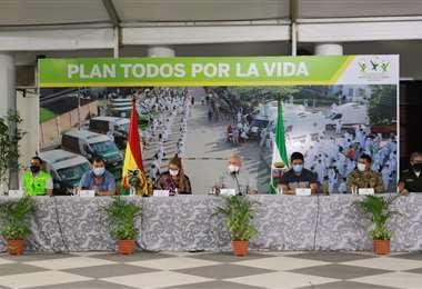 Autoridades en la testera (Foto: Gobernación)