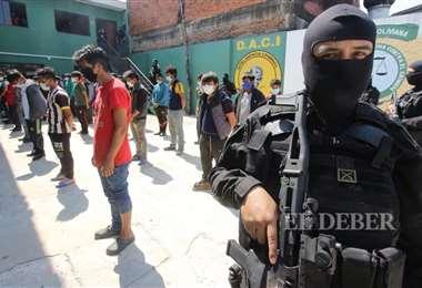 Los detenidos fueron presentados en la capital cruceña. Fotos: Ipa Ibañez