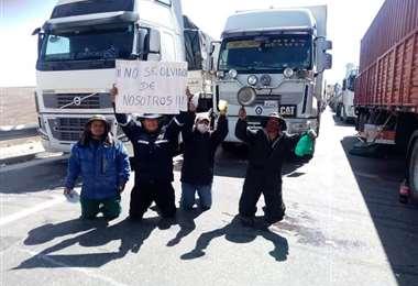 Choferes están desesperados en los caminos.  Foto: Asociatrin
