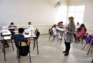 Estudiantes asisten a una clase en una escuela de la provincia de San Juan, Argentina. Foto AFP