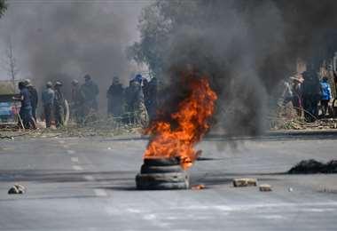 Tramos de la red vial de Cochabamba se mantienen bloqueadas por agrupaciones sociales afines al MAS /Foto: Los Tiempos