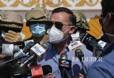 Ministro de Defensa i Fuad Landívar.