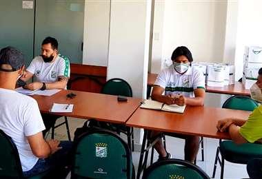 'Vitamina' Sánchez y su cuerpo técnico se reunieron este lunes para planificar el trabajo de la semana. Foto: internet