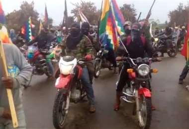 Los motoqueros vociferaban arengas contra Jeanine Añez y Luis Fernando Camacho