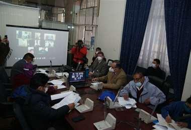 El ministro a.i. de Economía Abel Martínez se reunió con los diputados para tratar el tema de los créditos internacionales/Foto: APG Noticias