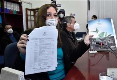 La ministra Capobianco anunció que mañana llegará un avión a La Paz con carne. Foto: APG Noticias