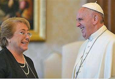 Bachelet fue recibida por Francisco en Roma. Foto Internet