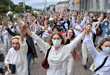Mujeres protestan en Kiev contra la violencia en las manifestaciones. Foto AFP