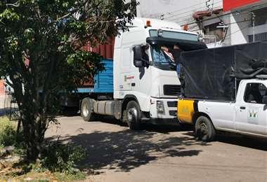 Los camiones han logrado que la vía se deteriores de camiones de alto tonelaje