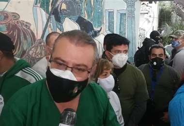 Rómulo Calvo convocó a la población que quiera mañana salir a desbloquear los caminos. Foto: Juan Delgadillo