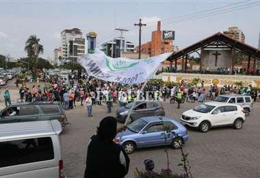 Cívicos congregados en el Cristo Redentor/Foto: Fuad Landívar